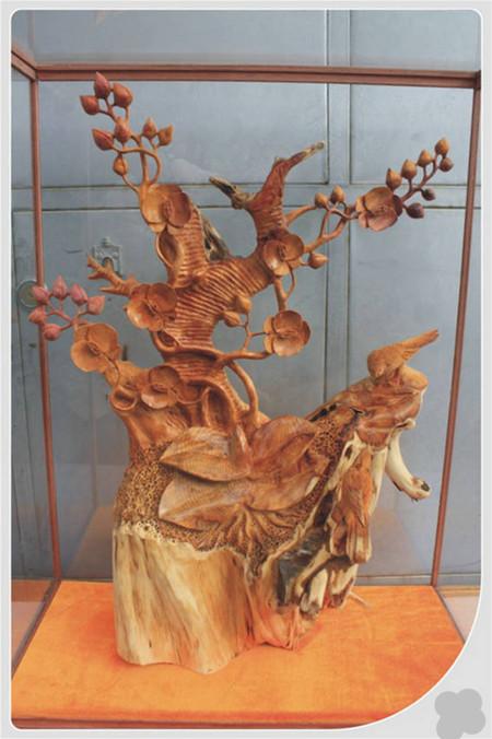 纯实木精雕工艺品,作品以兰花为主雕刻题材