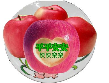 """多为红蛇果,青蛇果,当然也有把国产的红富士苹果进行包装扮成""""平安果"""""""
