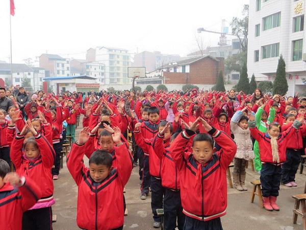 四川省竹园麻柳镇班达州小学捐赠二张洪中学十名小学对口学生山区图片